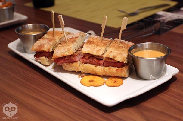 McCoy's Bar & Grill at Hyatt Regency Orlando International Airport